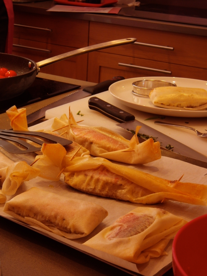 Wrap the fillets in filo like a hard candy, using kitchen string to tie the ends.