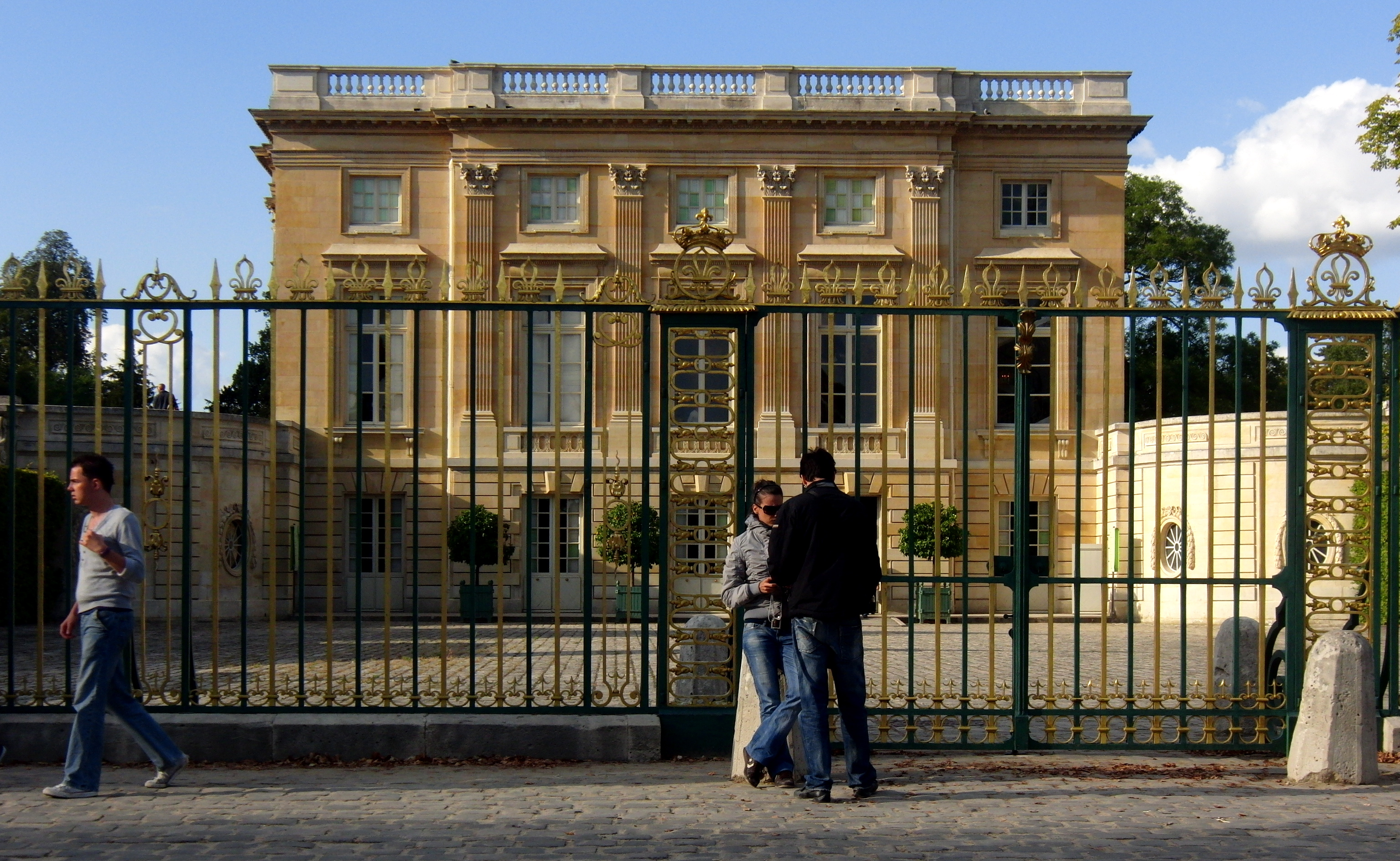 French Neoclassical Architecture further French Neoclassical Architecture additionally The Art Deco Style The French Architecture a57 further Architecture Of Ancient Greece likewise Mansion De Lujo En Grecia. on neoclassical architecture home