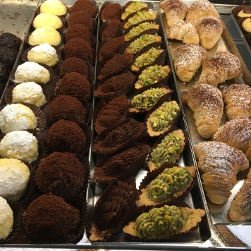 Il Cigno pastries