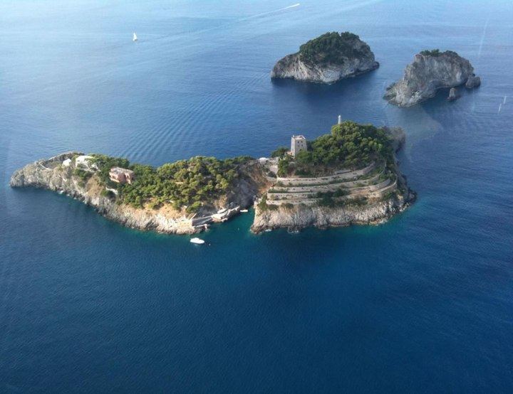 Li Galli (Cred: Amalfi Boat Rental)