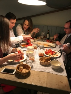 A Madrileno family chowing down on Sunday lobster at El Pescador