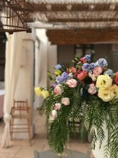 Fresh flowers at Masseria Potenti