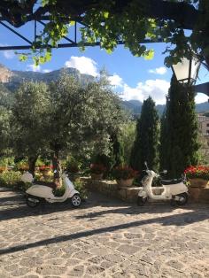 Atmosphere in spades at La Residencia