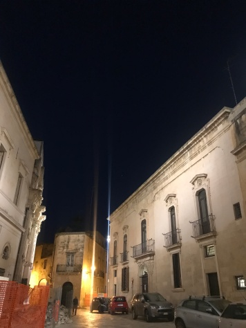 At sharp contrast with the light Lecce stone, that deep blue Puglian sky is a 'Fill with' kind of color