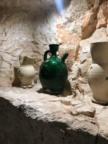Vintage Puglian ceramics at Osteria del Tempo Perso